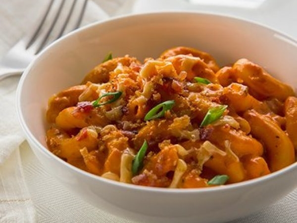 Roasted Red Pepper and Smoked Gouda Mac and Cheese